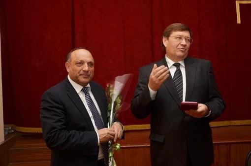 Бизнесмен Бабаев, объявленный руководителем ОПГ с участием главы Аксайского района, подался в бега