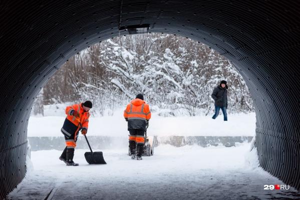 На неделе дворникам нужно будет потрудиться, чтобы убрать выпадающий снег. А вот к выходным осадков станет меньше