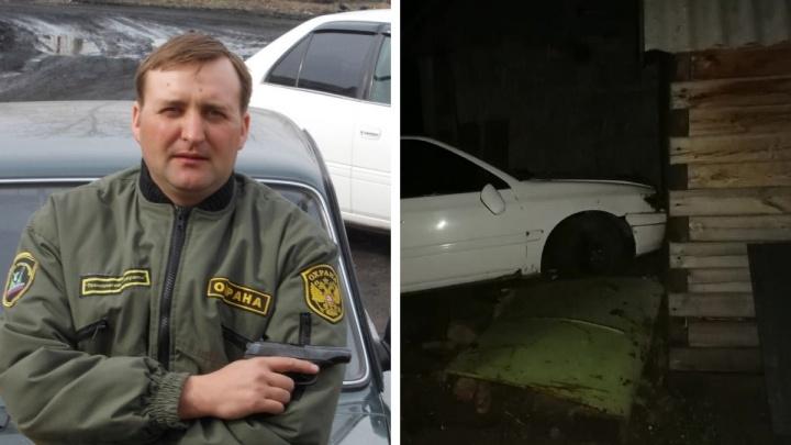В НСО пьяный инспектор Минприроды попытался скрыться от ГИБДД и протаранил забор и баню