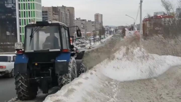 Уфимец возмутился уборкой снега на дорогах города: «Не пройти, Россия-матушка»