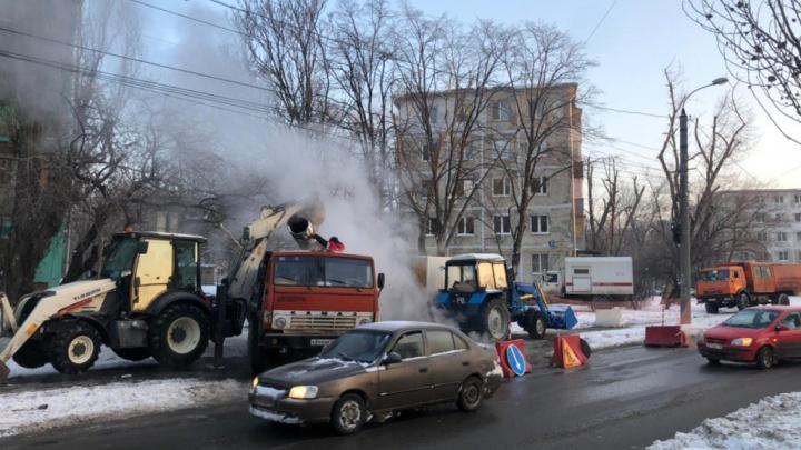 В Ростове 10 многоквартирных домов остались без тепла, а более 50тысяч человек — без горячей воды