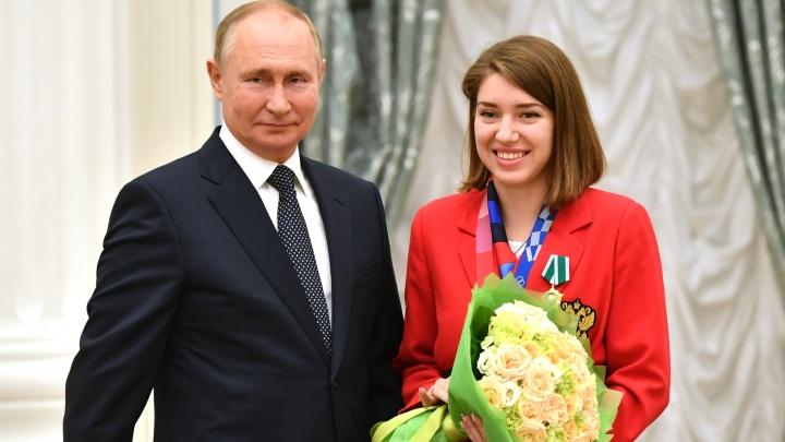 Омской спортсменке Виталине Бацарашкиной вручили ключи от BMW X5
