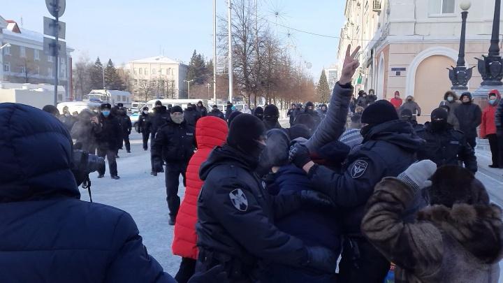 «Мы не воюем, оружие в руки не брали»: жители Кургана массово вышли на акцию в поддержку Навального