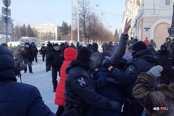 Сегодня на площади происходили задержания курганцев
