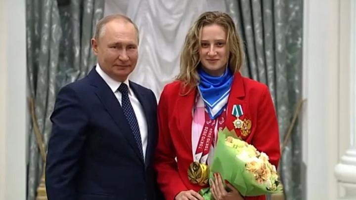 Путин наградил челябинскую пловчиху Орденом Дружбы за три золота и серебро Паралимпиады в Токио