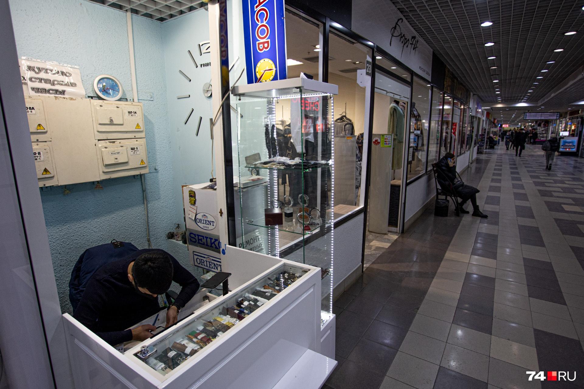 Часовой мастер пожаловался, что бывшие клиенты перешли на смарт-часы и перестали обращаться за ремонтом
