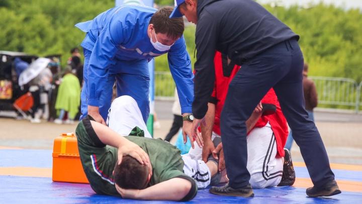 С Кубка мэра Уфы по куреш одного из борцов увезли в больницу
