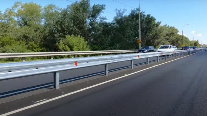 На Южном шоссе в Самаре начали устанавливать отбойник