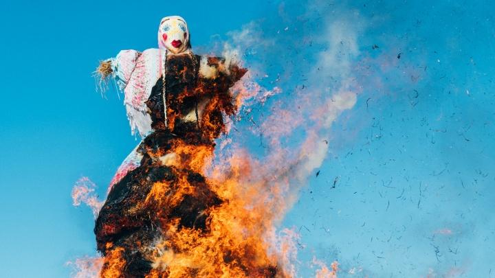 В Черёмушках сожгли гигантское чучело Масленицы