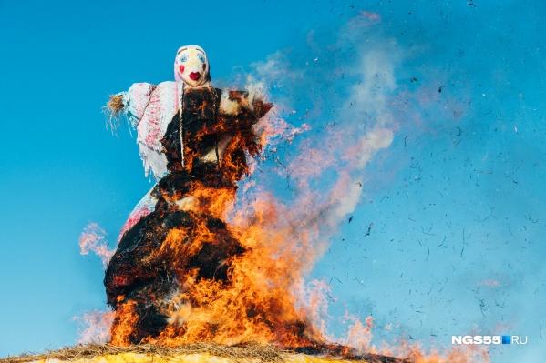 Сжигание чучела Масленицы — кульминация праздника