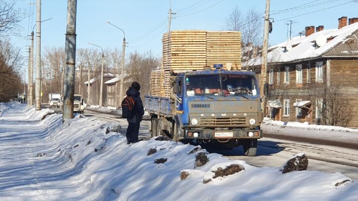 Архангельский блогер объяснил, почему нужно расторгнуть контракт ремонта улицы Победы