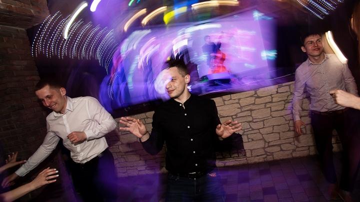 В Омске с 12 февраля клубам, барам и ресторанам разрешили открываться по ночам