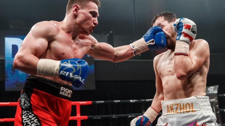 Отказ от боя, нокаут в печень и жесткая борьба: в Екатеринбурге прошел вечер профессионального бокса