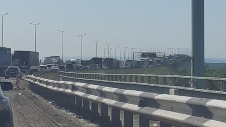 На Красавинском мосту в Перми из-за аварии и дорожных работ парализовало движение