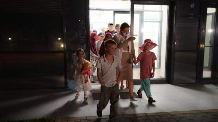 В Тюмень вернули детей из сирийского лагеря