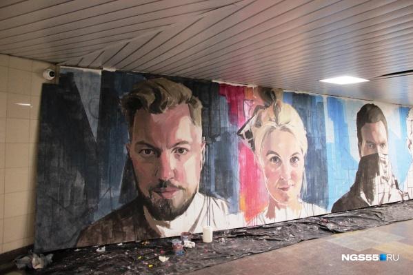 Эти люди — художники, которые создают новую выставку в метропереходе