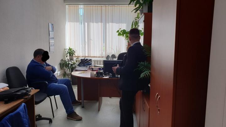 В ФСБ показали видео задержания архангельского чиновника, подозреваемого во взятке