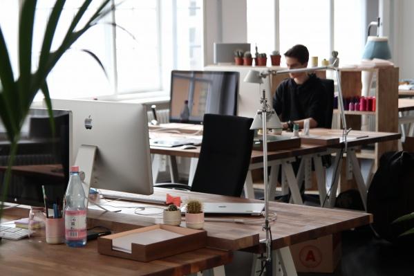 Из-за пандемии корпорациям пришлось перекраивать привычный офисный уклад жизни