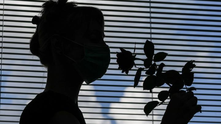 «Теперь духи пахнут жареным луком»: волгоградцы рассказали о проблемах с обонянием после COVID-19