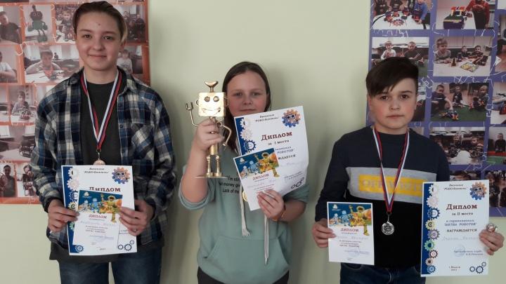«Едут даже из соседних регионов»: в Вельске дети делают роботов, которые побеждают на международных соревнованиях