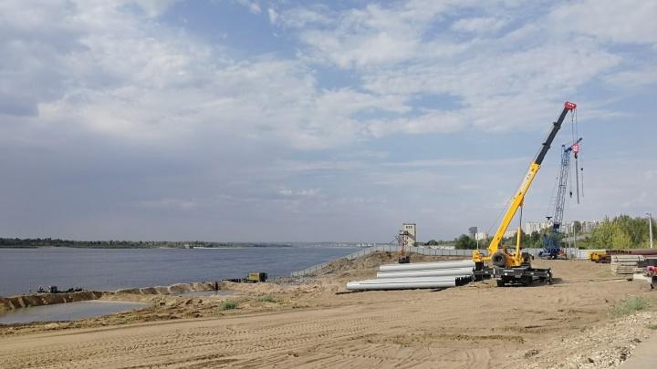 «Это позволит построить мост через Сарпинский»: в Волгограде начали укреплять берег Волги в Ворошиловском районе