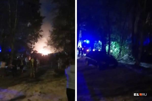 После взрыва гаражи загорелись
