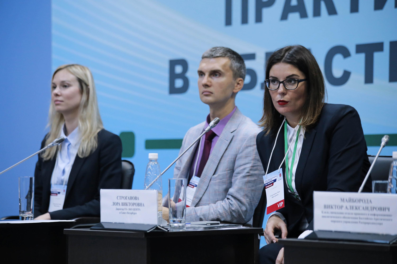 Лора Строганова (справа) — главный эколог Петербурга.