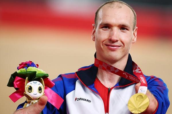 32-летний Михаил Асташов — теперь дважды паралимпийский чемпион (а еще серебряный и бронзовый призер чемпионата мира)