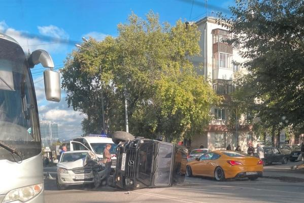 Авария произошла между станцией метрополитена и стадионом «Юность»