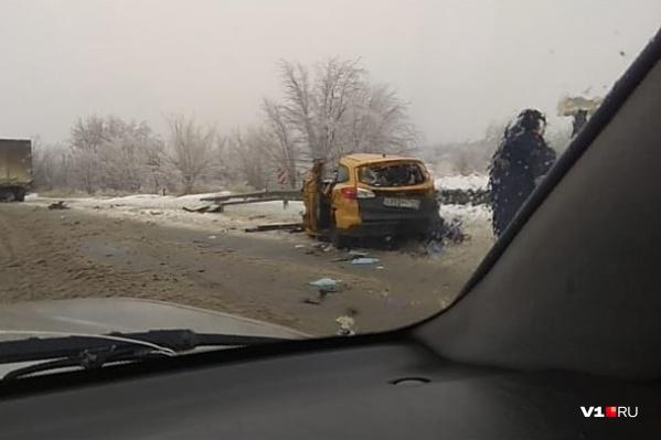 Водитель такси от полученных травм погиб на месте