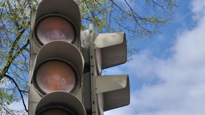 В Екатеринбурге вышли из строя десятки светофоров. Составляем народную карту пробок