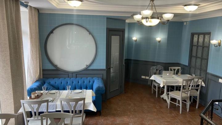 Ресторан-бар с интерьером в английском стиле закрылся из-за сломанной вытяжки