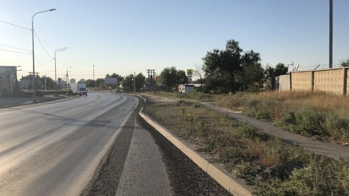 Виноваты дорожники и зерновозы: в Волгограде назвали главных разрушителей городских дорог