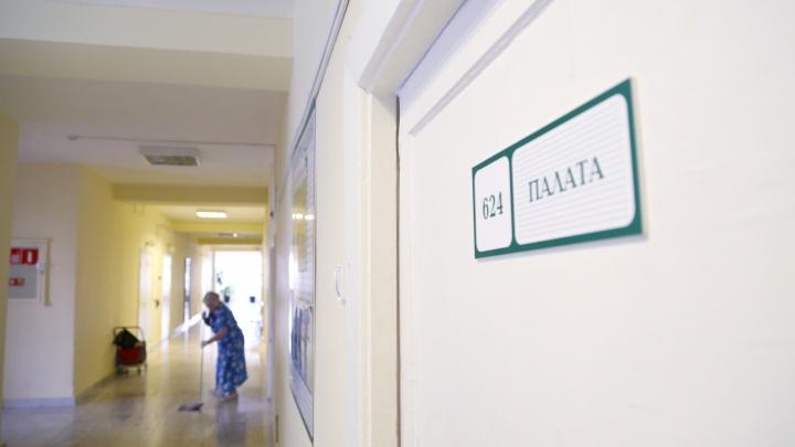 «Зарплата врача 129 тысяч, медсестры — 64». В министерстве ответили на претензии сотрудников интерната