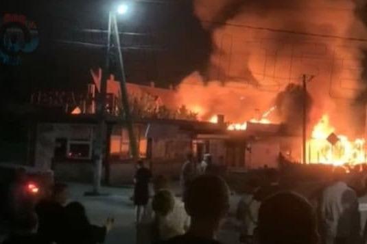 В Анапе загорелась столовая, эвакуировали 25 человек