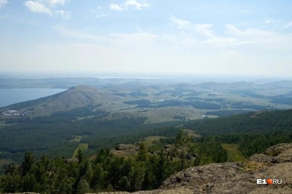 Вид с канатки на озеро Банное — это популярный курорт в окрестностях Магнитогорска