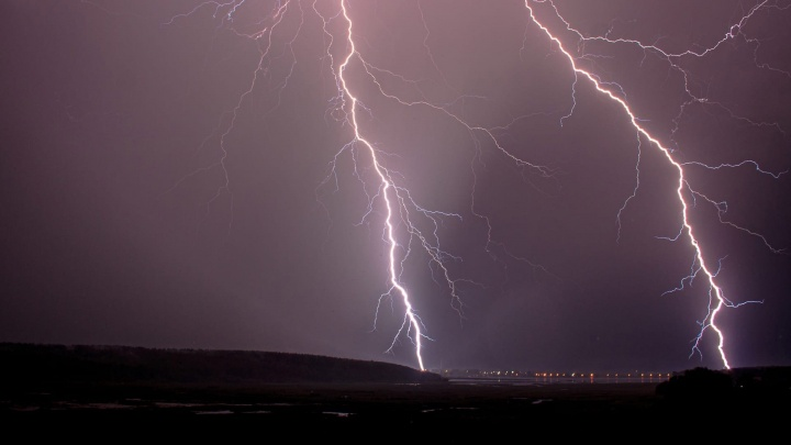 «Вот это мощь!»: публикуем фото и последствия ночной грозы в Пермском крае