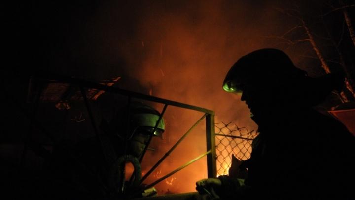 «На предприятии что-то взорвалось»: на территории металлобазы на ОбьГЭСе вспыхнул автомобиль
