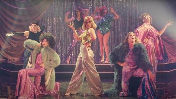 Два сибиряка попали на шоу Насти Ивлеевой — они будут притворяться женщинами и соревноваться в этом