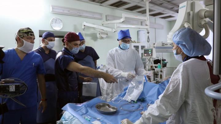 «Пациенты могли остаться без ног»: волгоградские хирурги о лечении тромбозов через мизерные проколы