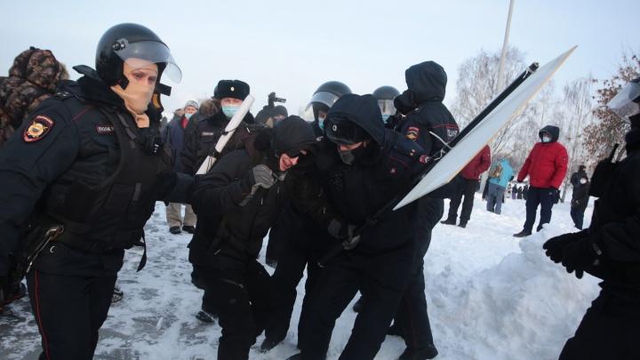 В Екатеринбурге на акции протеста жестко задержан Тима Радя: видео
