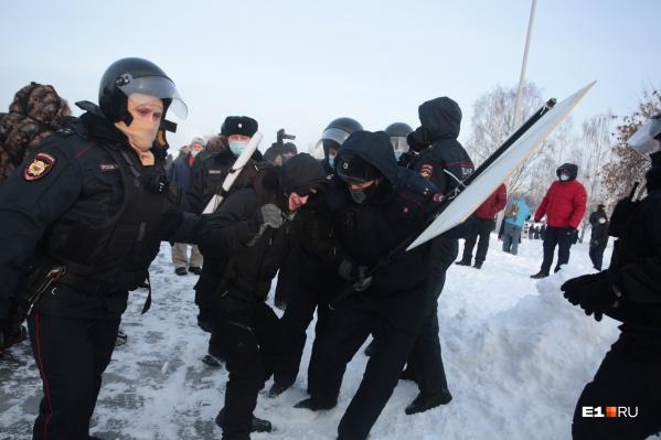 Радю задерживали сразу несколько сотрудников ОМОН
