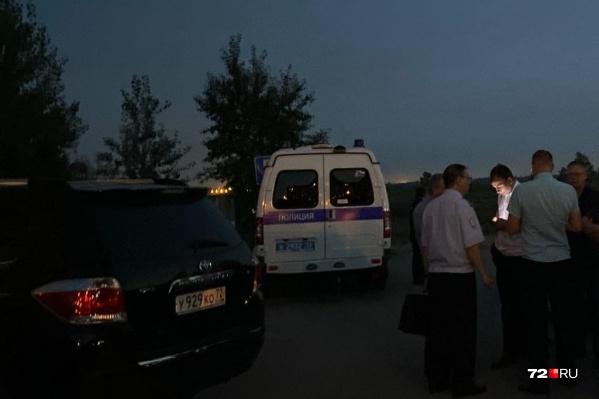 В полиции и Следственном комитете пока не дают комментариев по поводу произошедшего на Лесобазе этим вечером