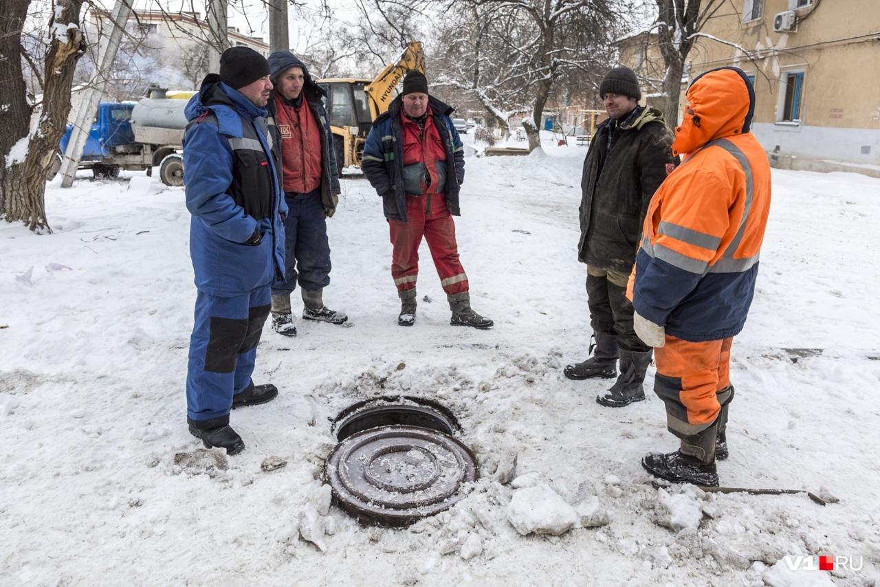 Порыв произошел на сетях холодного водоснабжения
