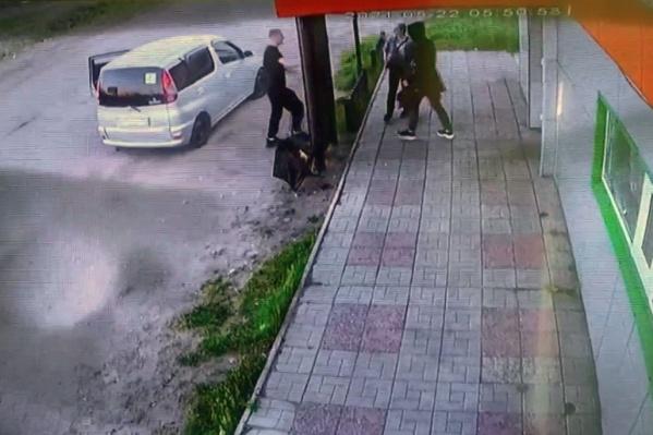 По данным полиции, парень даже не понял, что избивает девушку