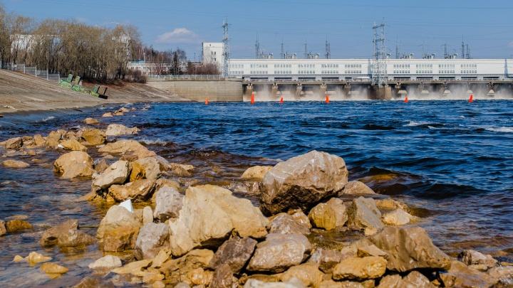 Ростехнадзор проверил Камскую ГЭС и обнаружил повреждения бетона. Опасно ли это?