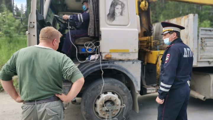 ГИБДД и медики штрафуют уставших водителей на трассах Свердловской области