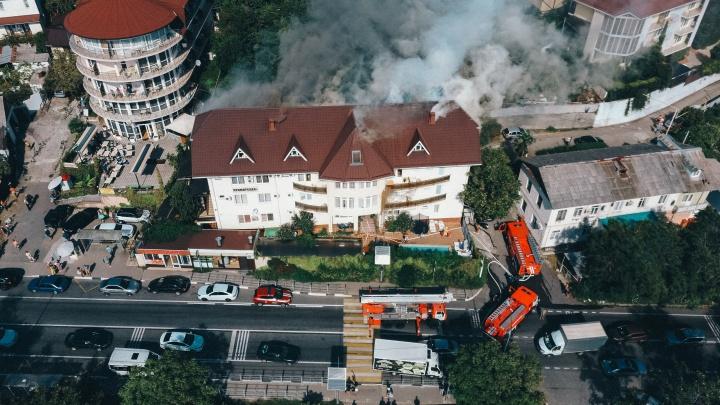 В Сочи произошел пожар в гостинице, из нее эвакуировали 20 человек