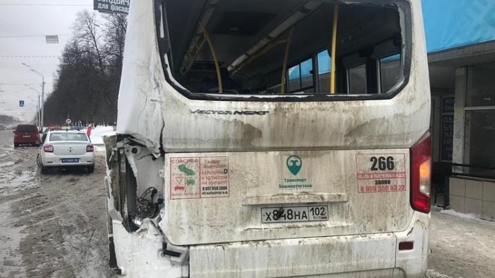 В Уфе столкнулись два пассажирских автобуса. Пострадали четыре человека
