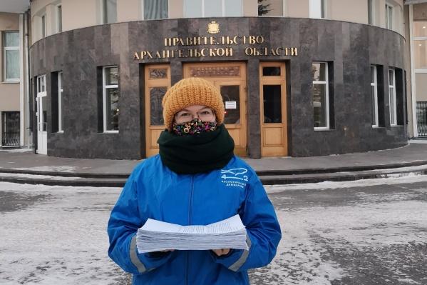 Координатор движения «42» Анастасия Кочнева сегодня передала обращение с подписями северян